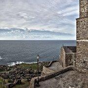 Castelsardo, Sardegna, paesaggio costiero del borgo con chiesa e campanile (Sant'Antonio Abate)
