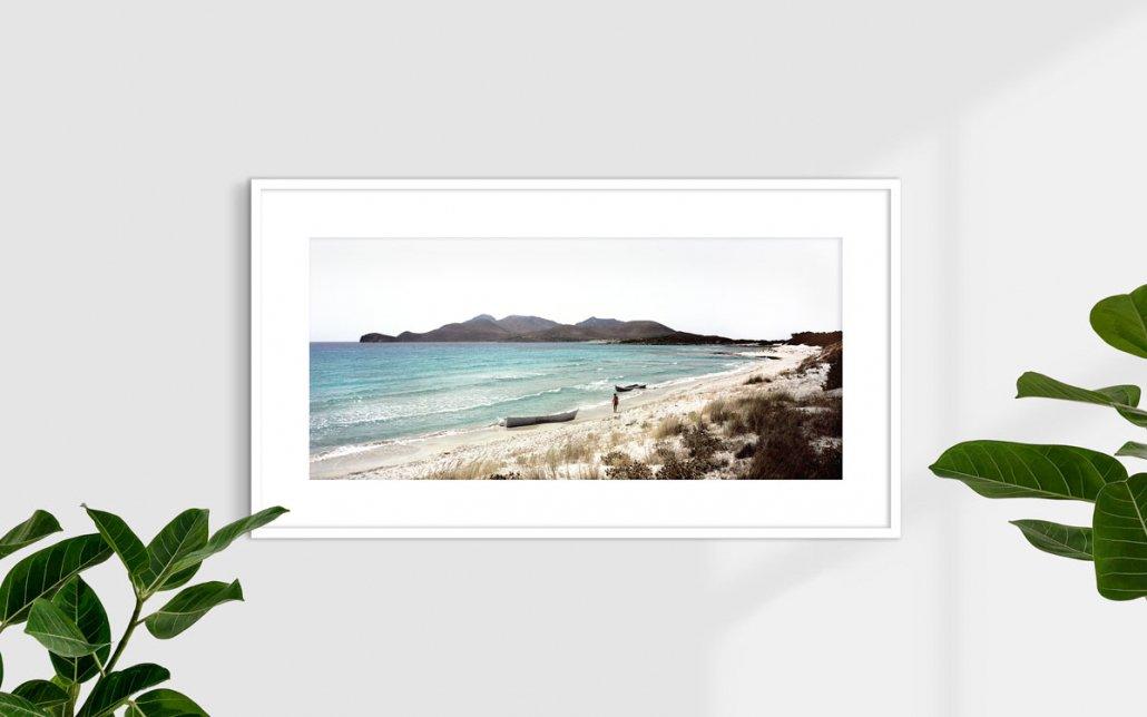 Capo Teulada, Porto Zafferano, 2008 (barconi di clandestini spiaggiati) - Fotografia Fine Art - Formato stampa 110x50cm / Luca Tamagnini Catalogo 2008-004