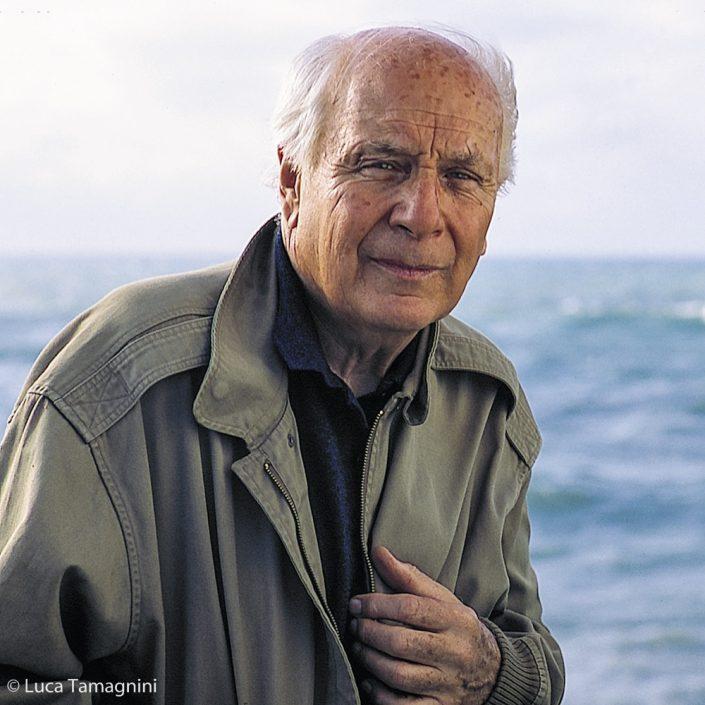Folco Quilici per la foto del retro di copertina del suo libro: L' abisso di Hatutu. Fiumicino 2002
