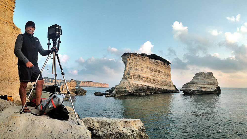 Luca Tamagnini fotografa i Faraglioni di Sant'Andrea in Salento nel 2017
