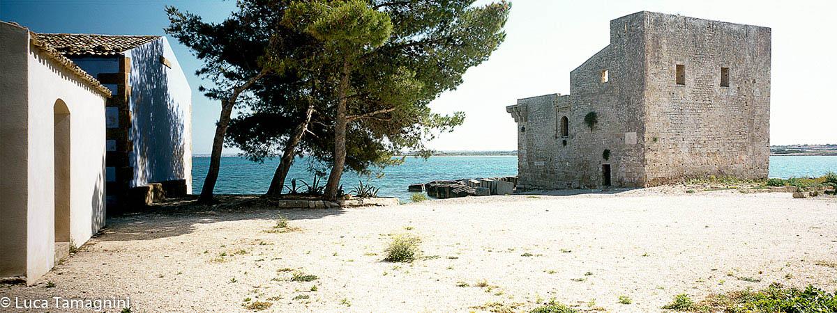 Vendicari, 1988 - Torre Sveva e il borgo della tonnara - Riserva naturale orientata Oasi Faunistica di Vendicari - Foto di Luca Tamagnini.