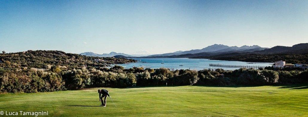 Costa Smeralda Cala di Volpe Pevero Golf Club sullo sfondo il mare / Luca Tamagnini Catalogo 2010-023