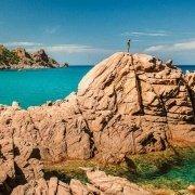 Il mare e gli scogli di granito varipinti di Cala Luas vicino a Capo Sferracavallo - Foto di Luca Tamagnini