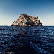 Sardegna, Isola del Toro al largo di Sant'Antioco in un mare scuro e profondo / Luca Tamagnini Catalogo 2009-035