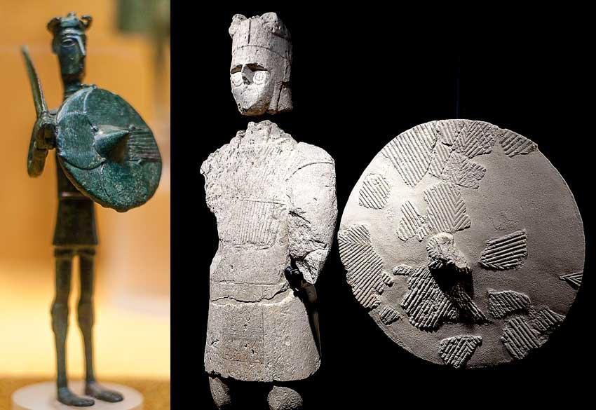Popoli del Mare e Sardegna. A sinistra un bronzetto nuragico, guerriero con scudo e spada, a destra uno dei gigane di Mont'e Prama con scudo tondo. Museo Archeologico Nazionale di Cagliari.