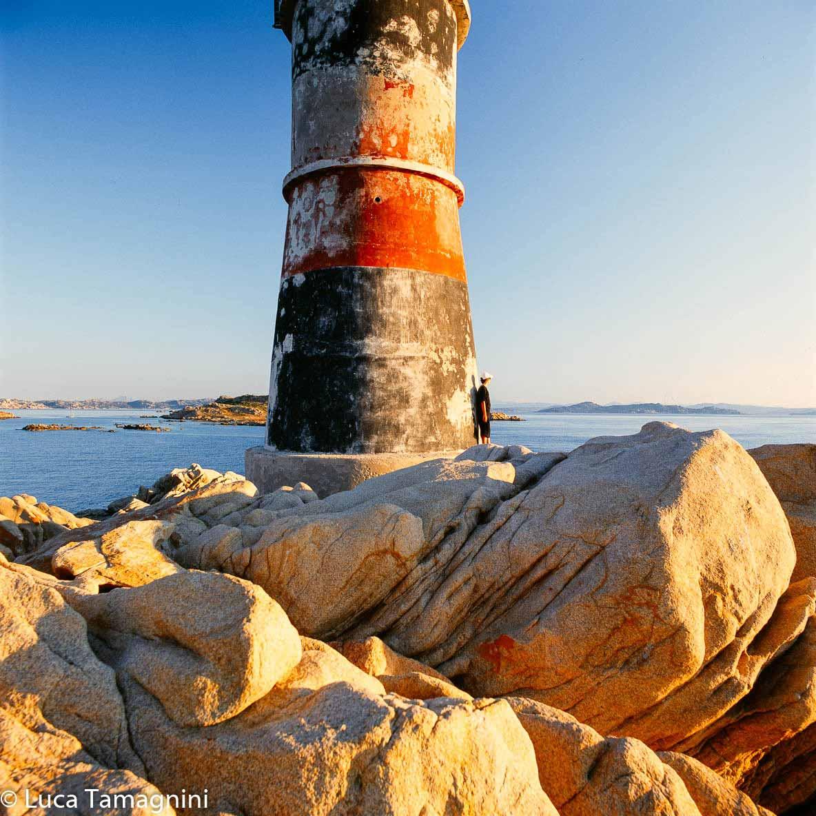 La Maddalena, l'arcipelago della Sardegna del nord: il fanale dell'Isola di Barrettinelli di Fuori. Foto di Luca Tamagnini