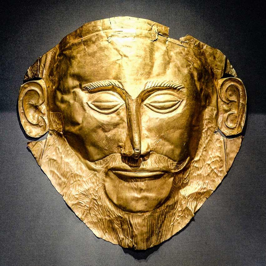 Popoli del Mare e Civiltà Micenea. Maschera funeraria detta di Agamennone, reperto miceneo del XII secolo a.C.(Museo Archeologico di Atene)