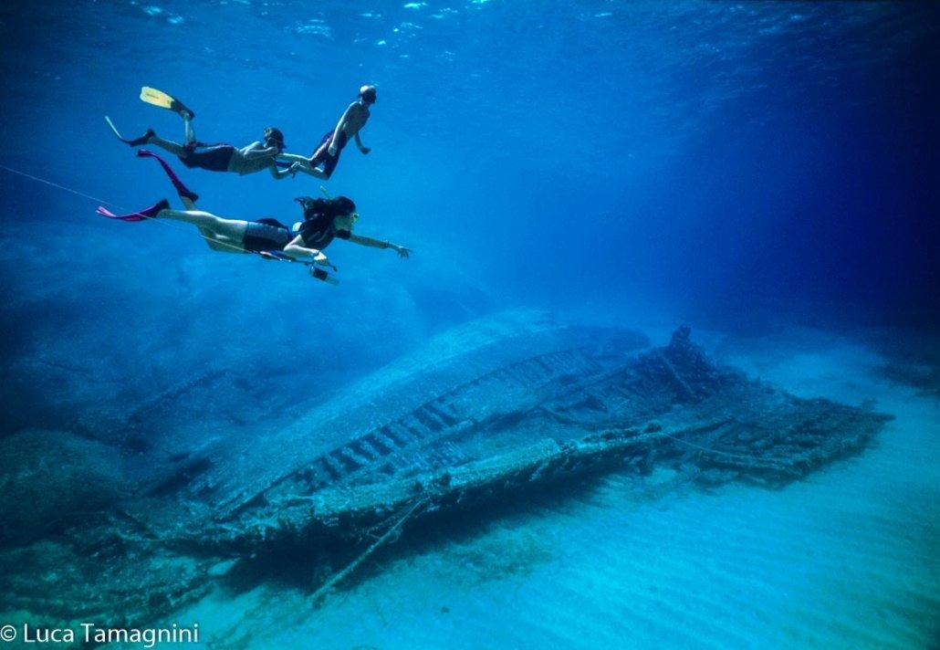Villasimius, Area Marina Protetta, giovani sub e un relitto a Serpentara, foto subacquea di Luca Tamagnini
