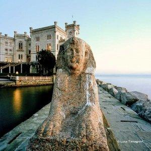 Trieste, Castello di Miramare, la sfinge del porticciolo, 2018 - Fotografia di Luca Tamagnini © 2018