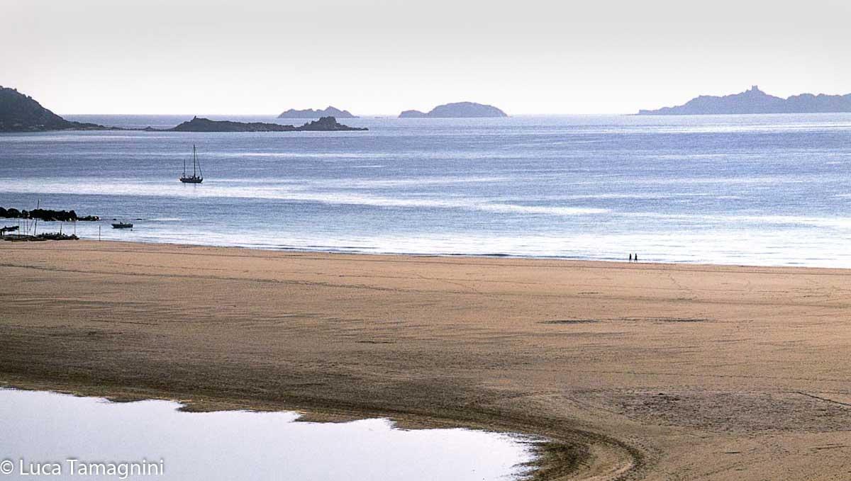 Villasimius-Spiaggia-Timi-Ama-Serpentara-sullo-sfondo-foto-di-Luca-Tamagnini