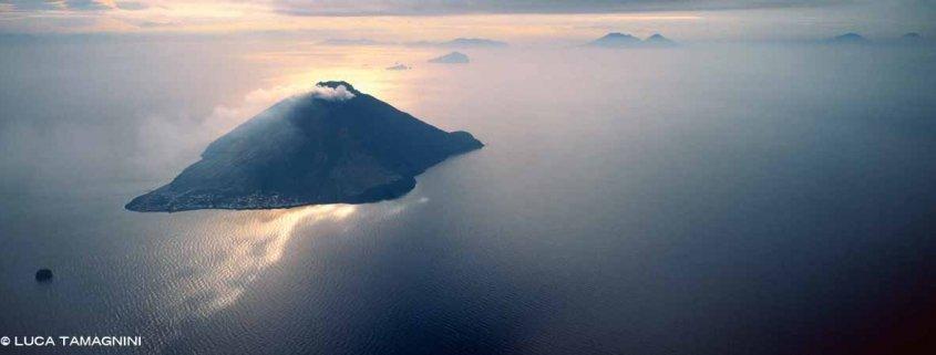 Isole Eolie Isola di Stromboli dal cielo
