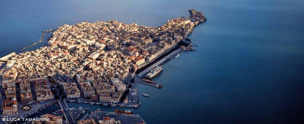 Foto Mare Sicilia. Siracusa l'isola centro storixo di Ortigia dal cielo