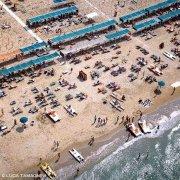 Riccione spiaggia e bagnanti dal cielo