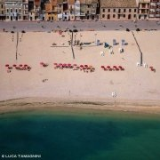 Le case, la spiaggia di Porto Recanati dal cielo