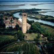 Laguna Veneta Torcello Campanile della Basilica di Santa Maria Assunta dal cielo
