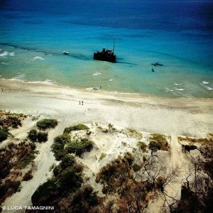 Otranto Spiaggia di Alimini relitto del Dimitrios dal cielo
