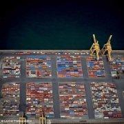 Porto di Trieste Container sulle banchine e gru dal cielo