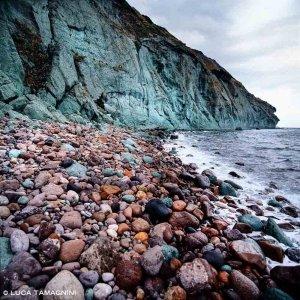 Villanova Monteleone Scogliera Le Croci rocce di tufo a picco sul mare nei pressi di Alghero