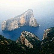 Sardegna, Scoglio Pan di Zucchero dal cielo (foto aerea) / Luca Tamagnini Catalogo 1992-018