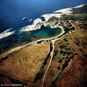 Sardegna, il mare e la costa di roccia bianca di S'Archittu dal cielo (foto aerea) / Luca Tamagnini Catalogo 1992-028