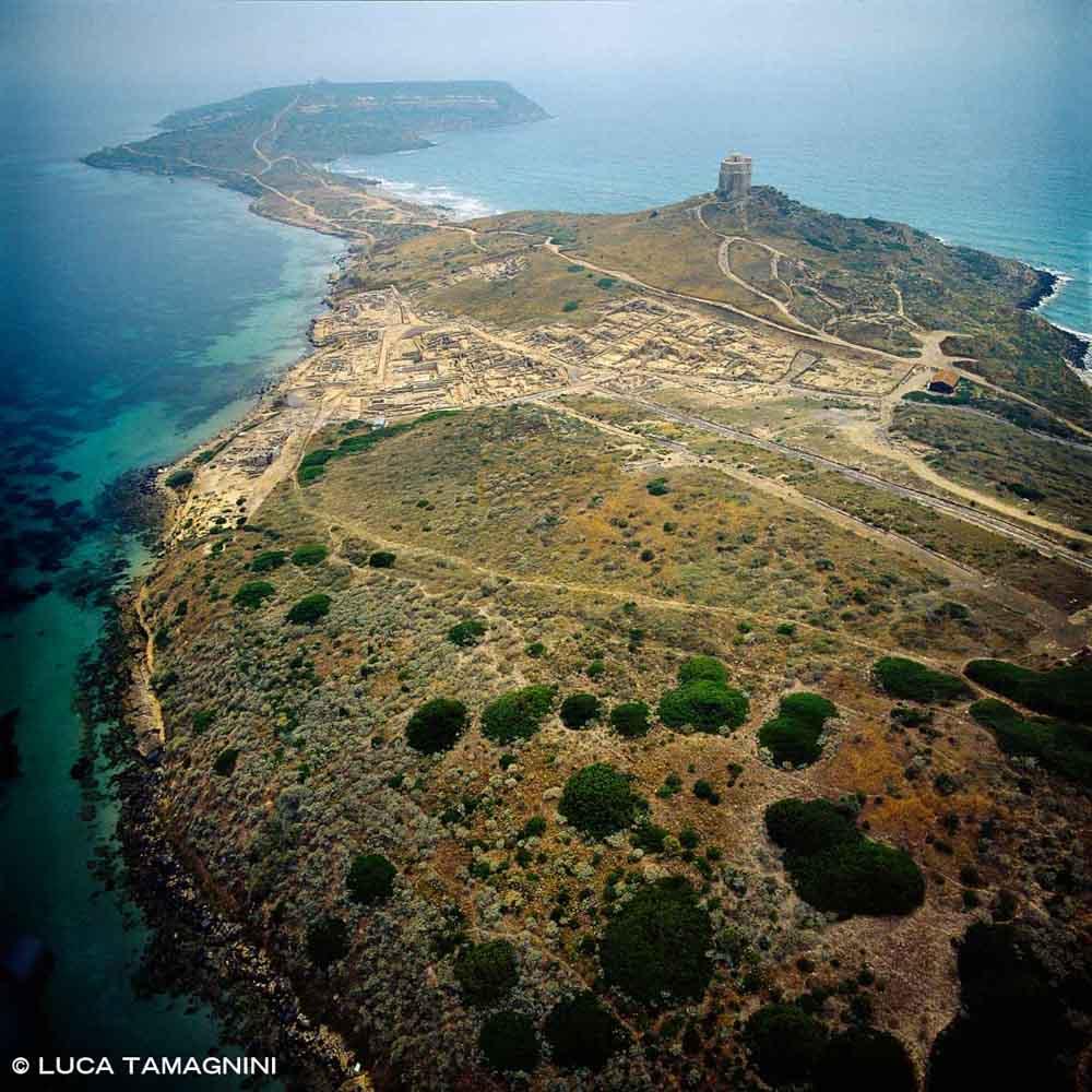 Sardegna, Penisola del Sinis Tharros dal cielo (foto aerea) / Luca Tamagnini Catalogo 1992-029