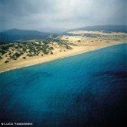 Sardegna, Dune di Piscinas e la lunga spiaggia dal cielo (foto aerea) / Luca Tamagnini Catalogo 1992-033