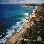 Sardegna, Spiaggia di Monti Russu ripresa dal cielo (foto aerea) / Luca Tamagnini Catalogo 1992-041