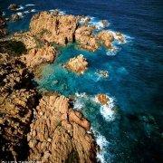 Sardegna, Costa Paradiso Cala Sarraina dal cielo (foto aerea) / Luca Tamagnini Catalogo 1992-042