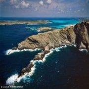 Sardegna, Stintino, Capo Falcone dal cielo sullo sfondo l'Isola de La Pelosa / Luca Tamagnini Catalogo 1992-050