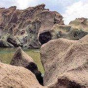 Sardegna, Rocce di tufo sul mare nei pressi della costa di Torre Argentina (Capo Marargiu) / Luca Tamagnini Catalogo 1992-057