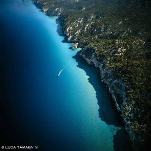 Golfo di Orosei la costa nei pressi delle Grotte del Bue Marino dal cielo (foto aerea) (Foto Mare Sardegna / Catalogo Luca Tamagnini)