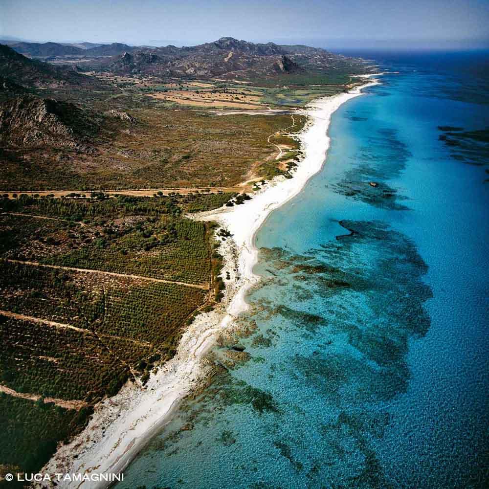 Sardegna, Spiaggia di Berchida dal cielo (foto aerea)
