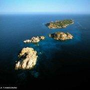 Sardegna, Isola di Serpentara gli isolotti detti i Variglioni di Serpentara dal cielo (foto aerea)