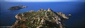 Sardegna, Isola di Serpentara dal cielo (foto aerea)