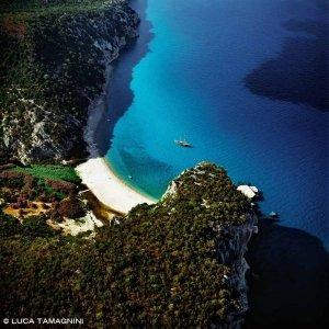 Sardegna, Golfo di Orosei Cala Luna dal cielo (foto aerea)