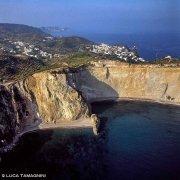 Isola di Ponza, Chiaia di Luna dal cielo (foto aerea). Catalogo Foto Ponza.