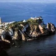 Isola di Ponza Paese e Faraglioni della Madonna dal cielo (foto aerea). Catalogo Foto Ponza.