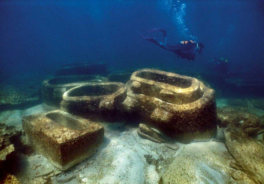Salento San Pietro in Bevagna Vasche del Re sarcofagi sul fondo del mare perduti dal naufragio di una nave antica romana 1700 anni fa