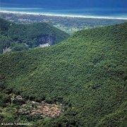 Versilia vista dalle Alpi Apuane, il piccolo paese Casoli in Lucchesia