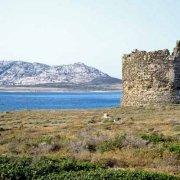 Stintino Isola Piana Torre della Finanza sullo sfondo i Fornelli e l'Asinara / Luca Tamagnini Catalogo 2002-010
