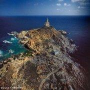 Sardegna, Isola dell'Asinara, Faro di Punta Scorno dal cielo / Luca Tamagnini Catalogo 2002-017