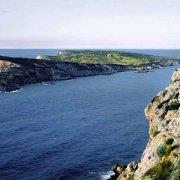 Isole Tremiti l'Isola di Caparaia (Caprara) vista da San Nicola