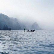 Isole Tremiti un barcone agli Scogli I Pagliai nella nebbia