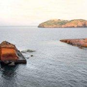 Ventotene, Cala Nave sullo sfondo Santo Stefano