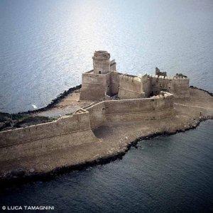Le Castella il Castello Aragonese dal cielo