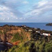 Ventotene, da Punta dell'Arco sullo sfondo Santo Stefano e lontana Ischia