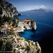 Isola di Capri, Casa Malaparte dal cielo sullo sfondo Punta Camapanella