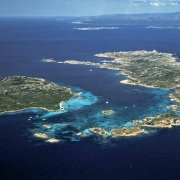 Arcipelago di La Maddalena Isole di Budelli Santa Maria e Razzoli dal cielo Porto Madonna / Luca Tamagnini Catalogo 2005-009