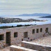 Isola di Santo Stefano Forte San Giorgio sullo sfondo il mare e la costa di Capo d'Orso / Luca Tamagnini Catalogo 2005-013