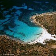 Isola di Caprera Cala del Relitto dal cielo / Luca Tamagnini Catalogo 2005-016